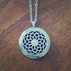 Jewelry - NEW Flower Diffuser Necklace
